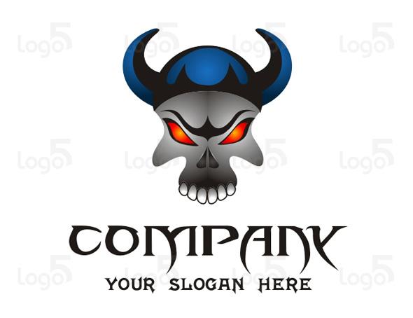 Totenkopf Logo mit roten Augen und Wikingerhelm